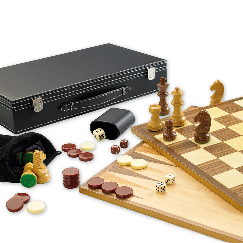 Christmas Trees and Lights 3 in 1 Games Set for Chess, Backgammon and Draughts.